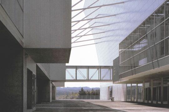 岩出山中学校 他、数々の著名な施設の施工を行う